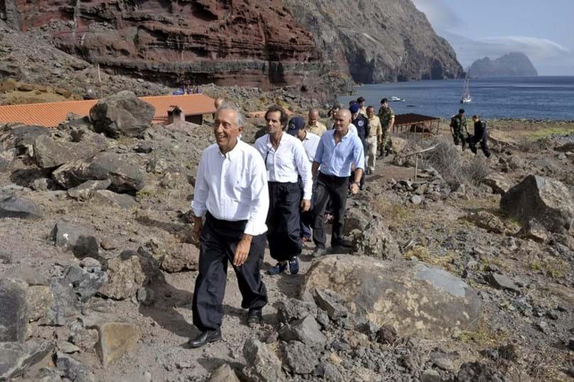 Resultado de imagem para Marcelo tornou-se hoje o primeiro Presidente a visitar as Desertas