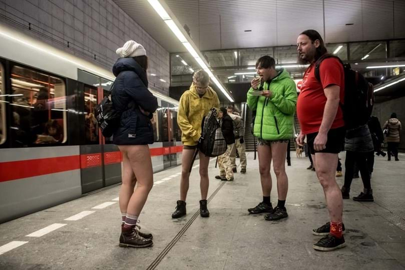 Andar no metropolitano sem calças