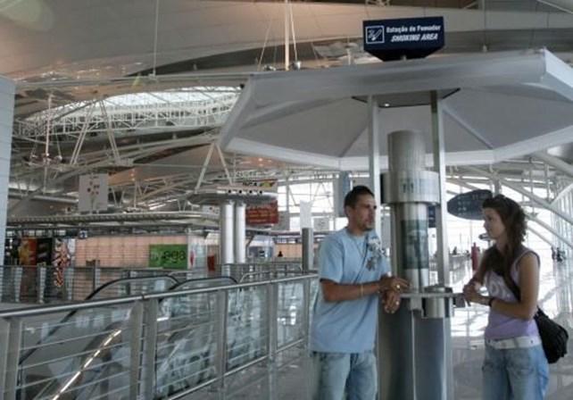 Polícia descobre casaco com sangue e buraco de bala no aeroporto
