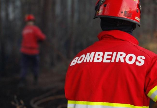 Incêndio em Santa Maria da Feira está controlado