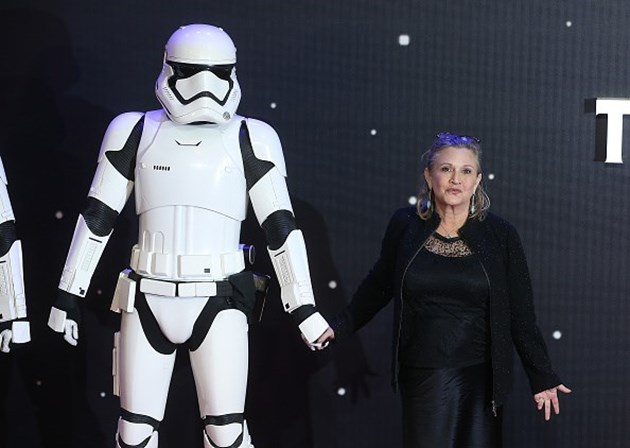<p>Carrie Fisher marcou presen&ccedil;a na estreia europeia de <em>Star Wars: O Despertar da For&ccedil;a</em> em Dezembro de 2015, em Londres.&nbsp;</p>