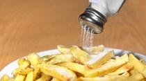 Crianças dos 10 aos 15 anos consomem mais sal que os pais