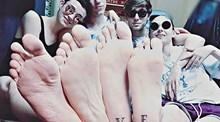 A moda das tatuagens de amigos veio para ficar