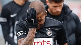 Racismo: Everton Luiz deixa relvado a chorar