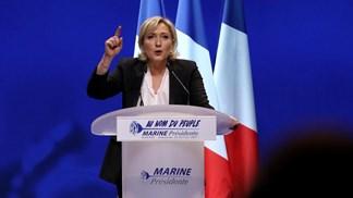 """Le Pen quer combater imigração com """"dureza total"""""""