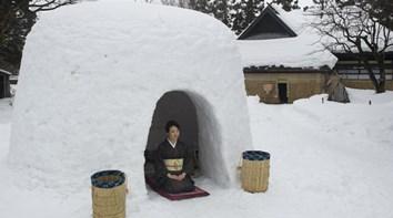 Japão festeja festival Kamakura das casas de neve