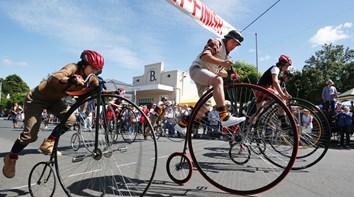 Austrália: Corrida anual de bicicletas altas na Tasmânia