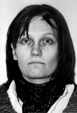 <strong>Brigitte Mohnhaupt</strong> <p>Membro do grupo terrorista alem&atilde;o de extrema- esquerda Baader-Meinhoff, Brigitte Mohnhaupt &nbsp;foi respons&aacute;vel por uma s&eacute;rie de atentados em 1977 que provocaram a morte do presidente do banco Dresdner, J&uuml;rgen Ponto, <span><span>&nbsp;</span></span><span>presidente da Federa&ccedil;&atilde;o dos Empregadores da Alemanha Hanns-Martin Schleyer</span><span>,<sup></sup><span>&nbsp;e do procurador-geral da Rep&uacute;blica Siegfried Buback.</span></span><span>&nbsp;Foi presa em 1982, condenada a pris&atilde;o perp&eacute;tua e libertada em 2007 ap&oacute;s cumprir 25 anos de cadeia.&nbsp;</span></p>