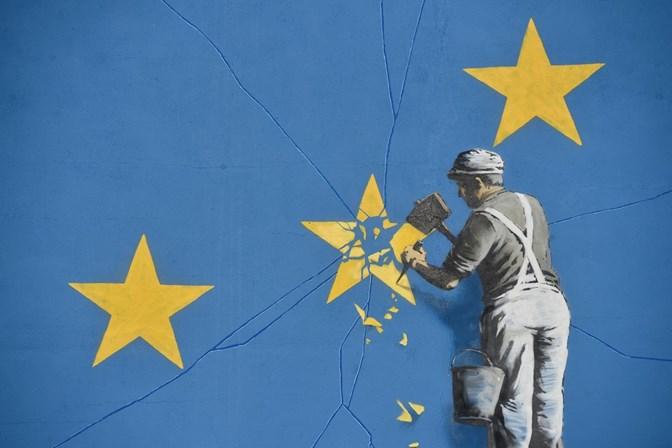 Nova obra de Banksy critica Brexit e desintegração da UE