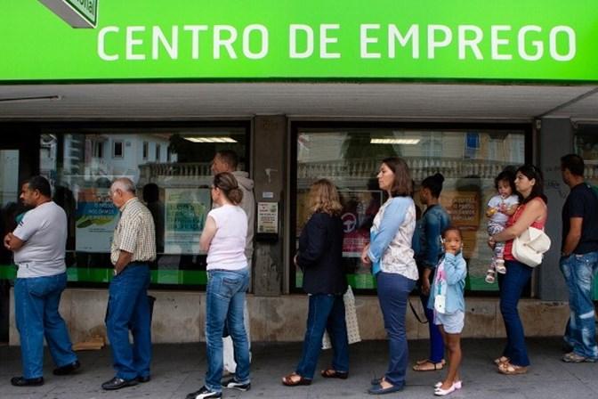 Taxa de desemprego cai para 8,8% no segundo trimestre