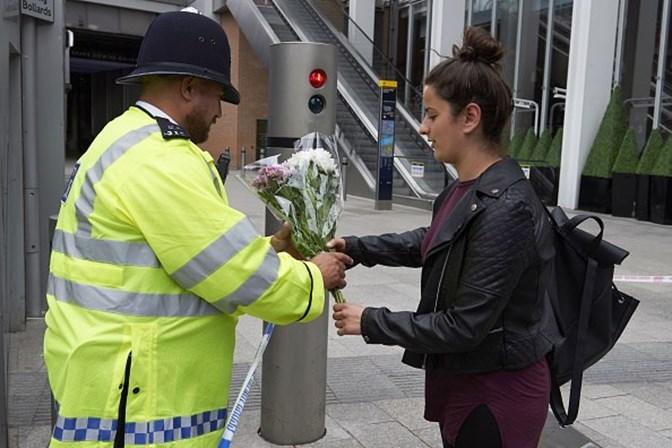 Autores de ataque em Londres usaram cintos explosivos falsos