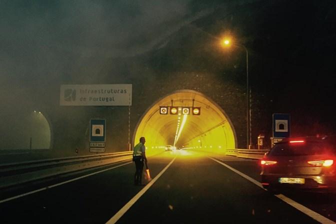 Autocarro ardeu no Túnel do Marão