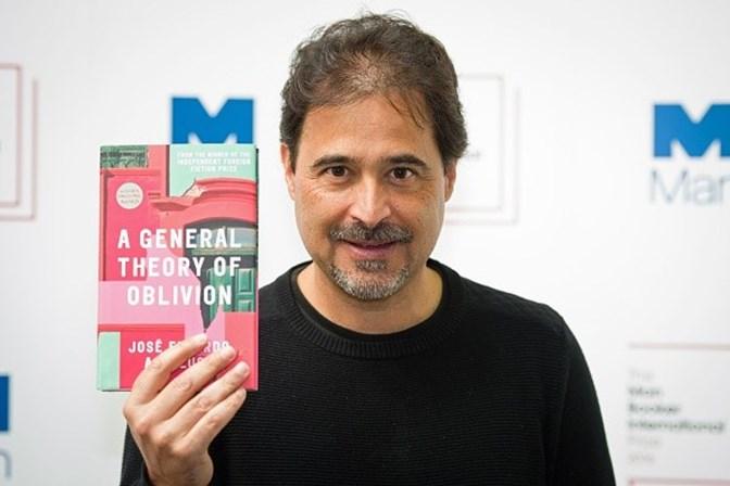 José Eduardo Agualusa vence prémio literário de Dublin