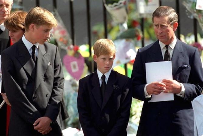 'Ninguém na realeza quer ser rei ou rainha', garante príncipe Harry