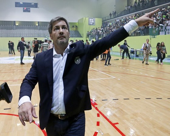 Bruno de Carvalho quer mão do Governo no futebol
