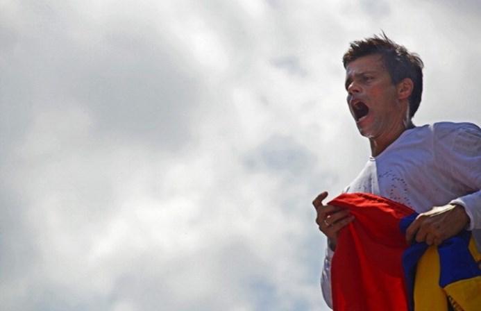 Após 3 anos na prisão, oposicionista pede que protestos contra Maduro continuem