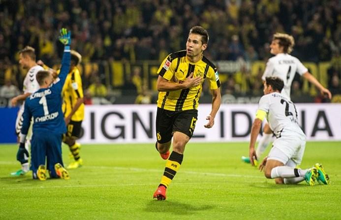 Titular do Dortmund passa por cirurgia e será desfalque por 3 ou 4 meses