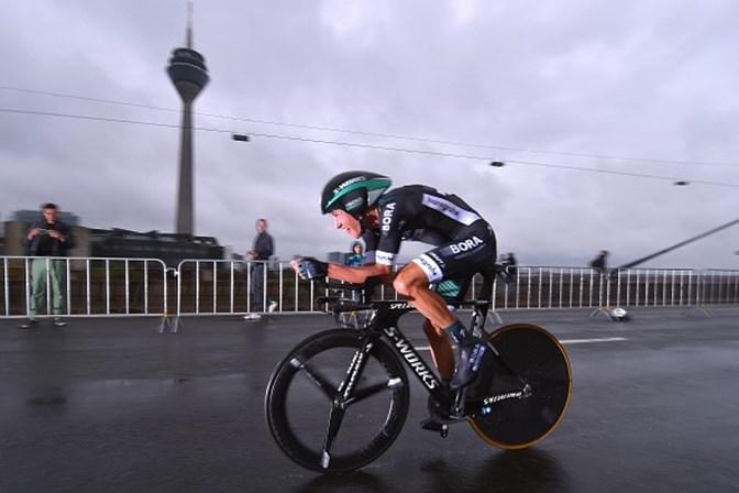 Ciclista posta foto impressionante de pernas após etapa de prova