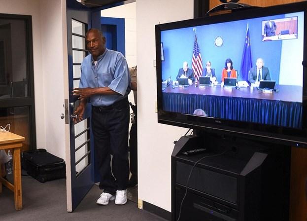 OJ Simpson deixa prisão em Nevada após condicional