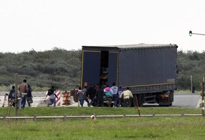 Oito pessoas são encontradas mortas dentro de caminhão no Texas