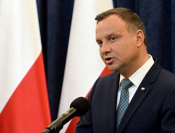 Após protestos, presidente polonês veta reforma do Supremo