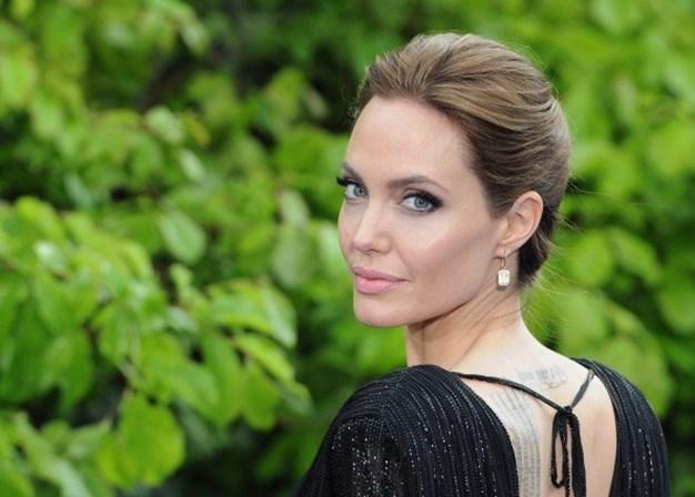 Angelina Jolie fala sobre divórcio com Brad Pitt: