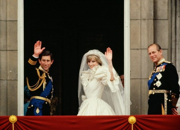 Amigos pedem que não sejam divulgados vídeos intímos da princesa Diana