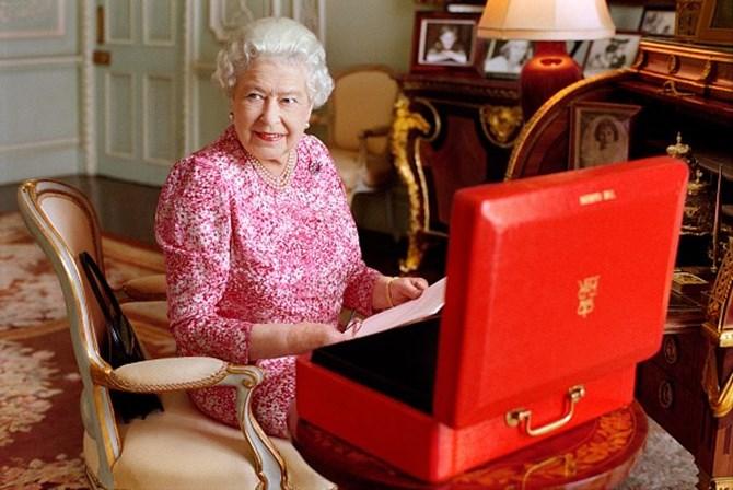 Rainha Isabel II toma quatro bebidas alcoólicas por dia