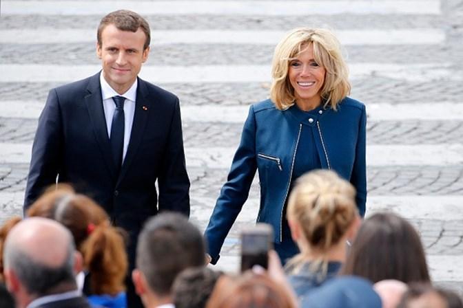 Macron criticado por querer oficializar papel de primeira-dama