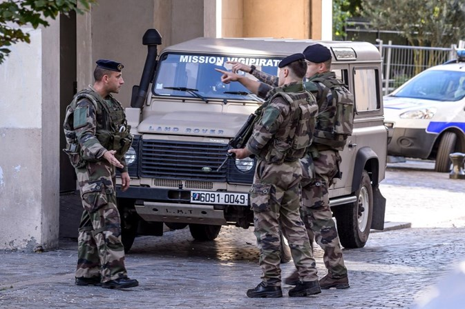 Alerta em França: Polícia prende suspeito de atropelar militares