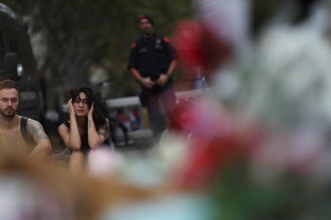 Caça ao suspeito dos ataques em Barcelona em toda a Europa