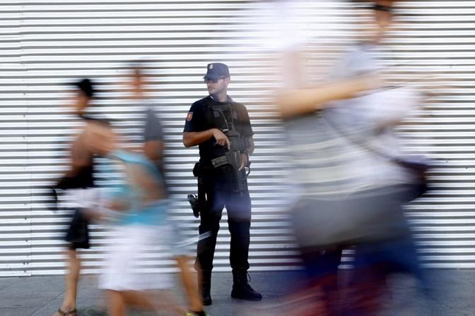 Polícia crê em fuga de suspeito de ataque em Barcelona para a França