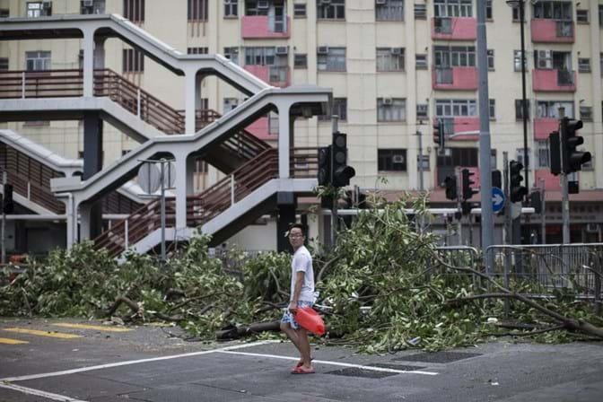Tufão mata três pessoas em Macau