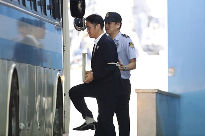 Líder da Samsung condenado a cinco anos de prisão por corrupção