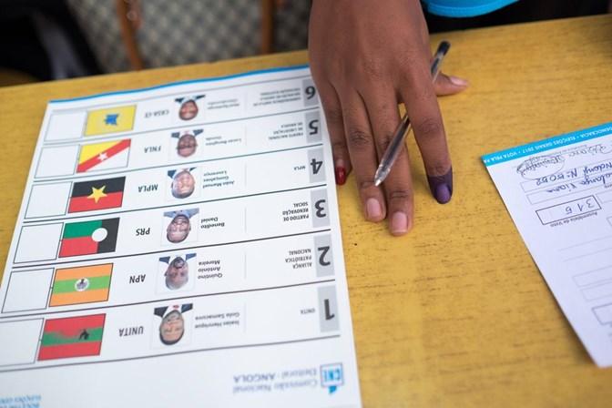 Governista João Lourenço será novo presidente de Angola