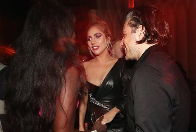 Durante show, Lady Gaga se declara ao namorado: