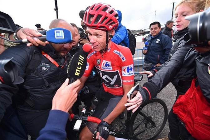 Vuelta: Contador vence no alto de Angliru, Froome virtual vencedor