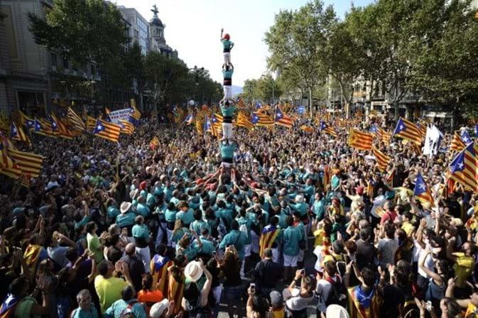 Procuradoria espanhola intima 700 prefeitos por apoiar referendo catalão