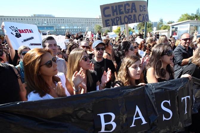 Antes de semana de greve, enfermeiros acenam com novos protestos