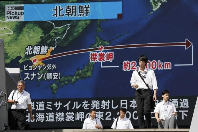 Míssil da Coreia sobrevoou Japão e tinha alcance intermediário