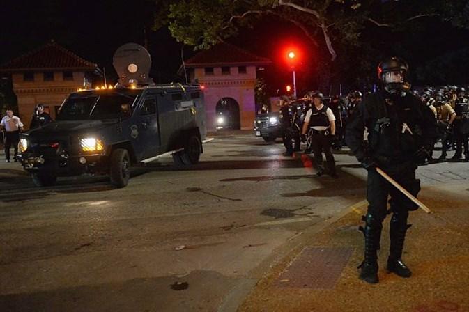 Absolvição de policial que matou negro gera protestos nos EUA