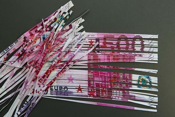 Notas de 500 euros entopem sanitas na Suiça