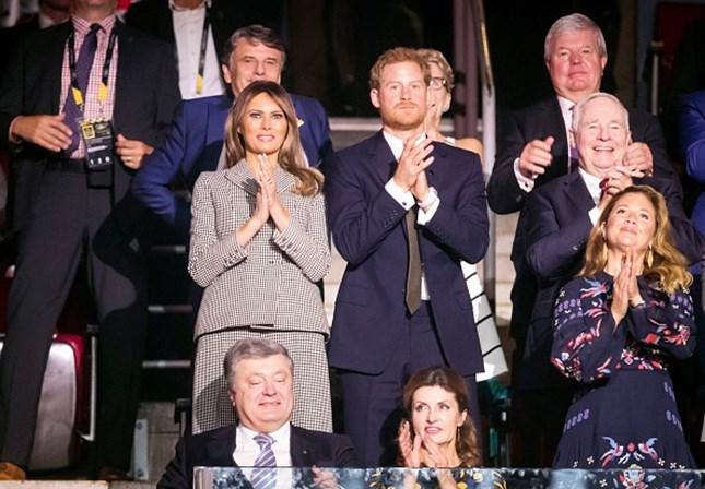 Harry e Meghan Markle aparecem juntos em público pela 1ª vez