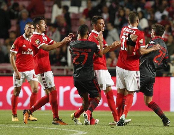 CI abre auto de flagrante delito a Samaris — Benfica