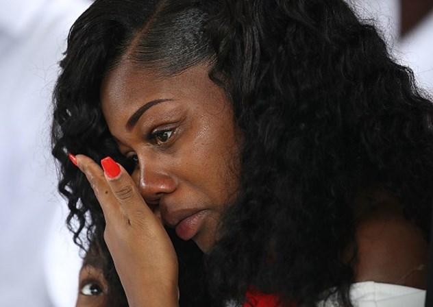 Viúva de soldado morto no Níger: 'Trump me fez chorar'