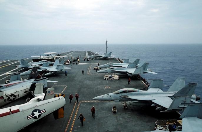 Avião militar dos EUA cai no Oceano Pacífico com 11 a bordo