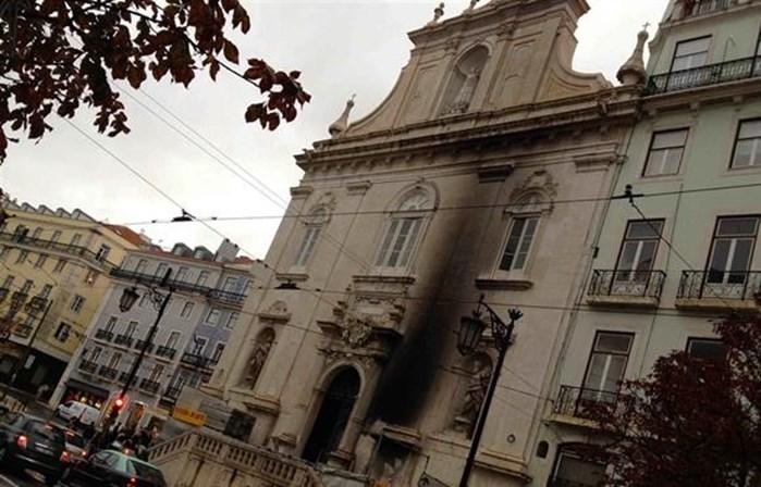 Fachada de igreja em Lisboa foi vandalizada