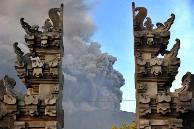 Alerta máximo em Bali devido a erupção de vulcão