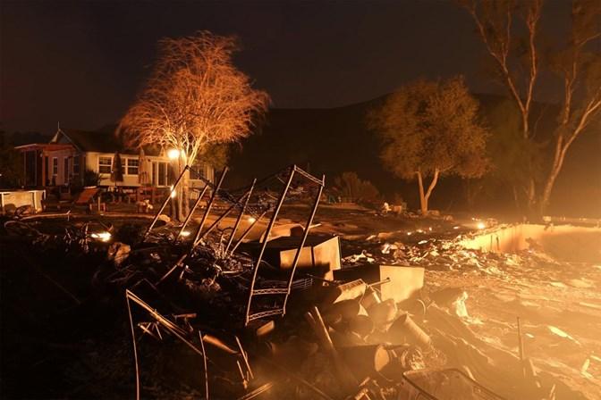 Incêndio leva à evacuação de mais de 400 casas na Califórnia