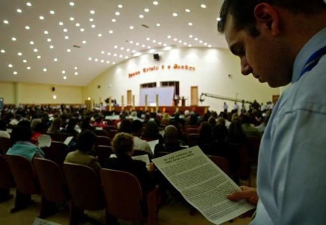 Reportagem aponta Igreja Universal como líder de esquema de adoções ilegais